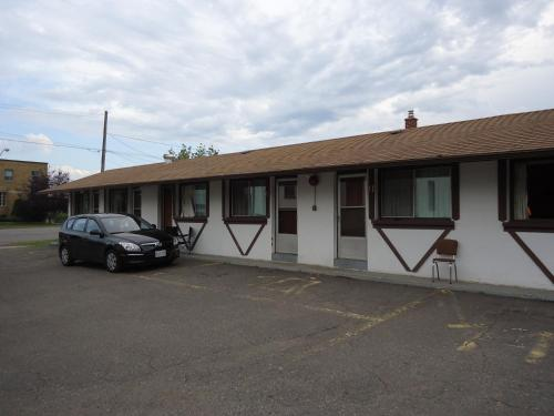 Old Country Motel Photo