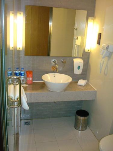 Holiday Inn Express Meilong Shanghai photo 35