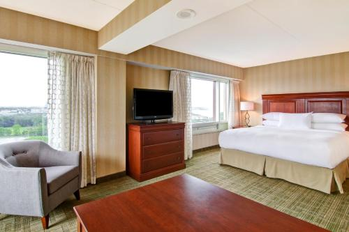 DoubleTree Fallsview Resort & Spa by Hilton - Niagara Falls Photo