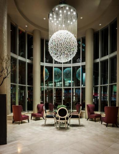 Hotel Le Crystal Montreal Photo