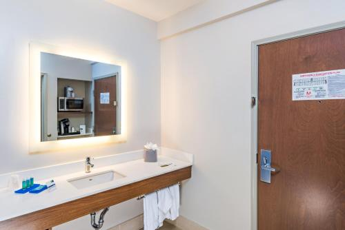Holiday Inn Express Peoria North - Glendale Photo