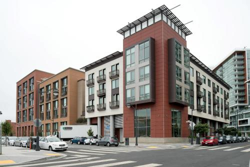 Global Luxury Suites at China Basin impression