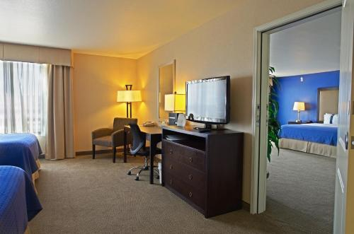 Holiday Inn Phoenix Airport Photo