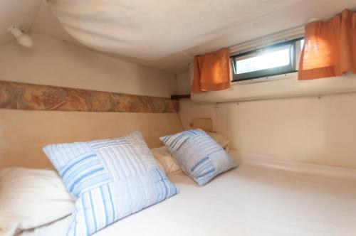 Boat hotel and tours photo 3