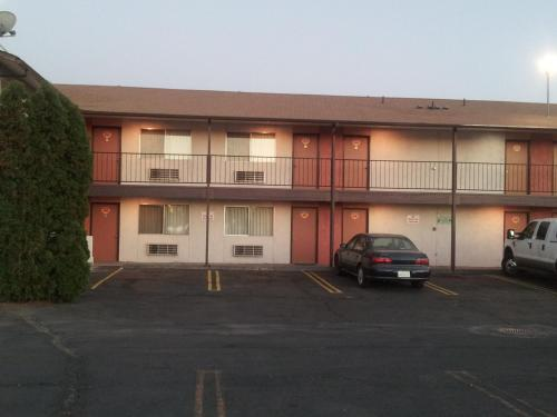 Interstate Inn Photo