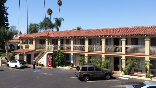 Santa Ana Travel Inn Photo