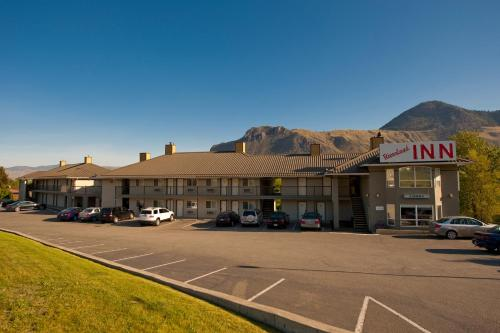 Riverland Inn & Suites Photo