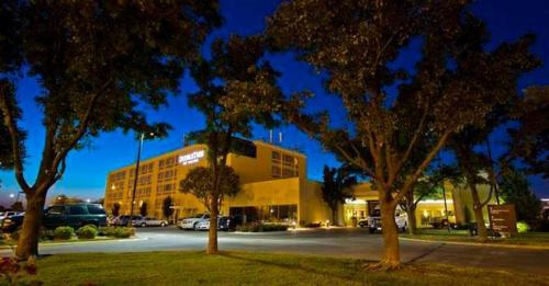DoubleTree by Hilton Wichita Airport Photo
