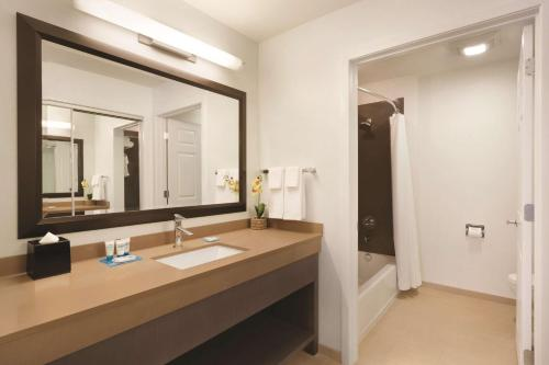 Hyatt House Miami Airport Photo
