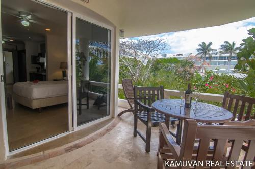 Blue Palms by Kamuvan Real Estate Photo