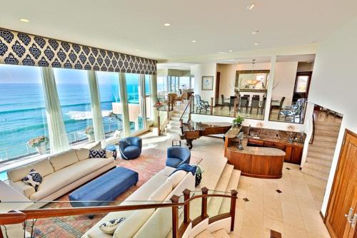#5212 - Oceanfront Paradise Seven-Bedroom Holiday Home - La Jolla, CA 92037
