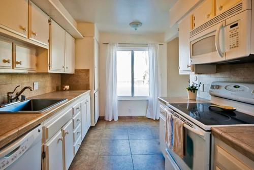 #403 - Charmed by the Sea Two-Bedroom Apartment - La Jolla, CA 92037