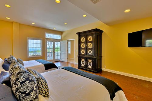 #1747 - Pacific Whispers Five-Bedroom Holiday Home - La Jolla, CA 92037