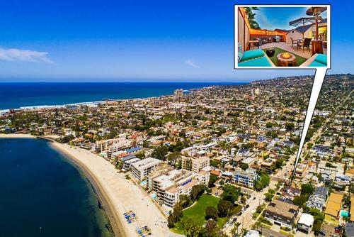 #4079 - Mission Bay Scene Four-Bedroom Holiday Home