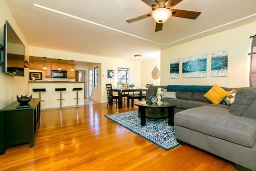#4079 - Mission Bay Scene Four-Bedroom Holiday Home - San Diego, CA 92109
