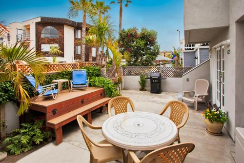 #725 - Beach and Bay Getaway Two-Bedroom Apartment - San Diego, CA 92109