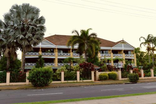 Waterfront Terraces Cairns