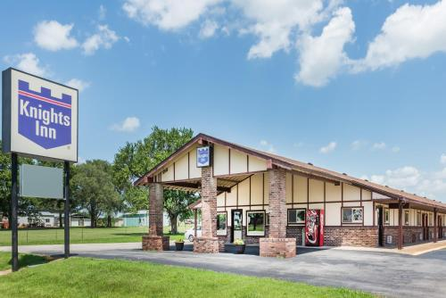 Knights Inn Chanute - Chanute, KS 66720