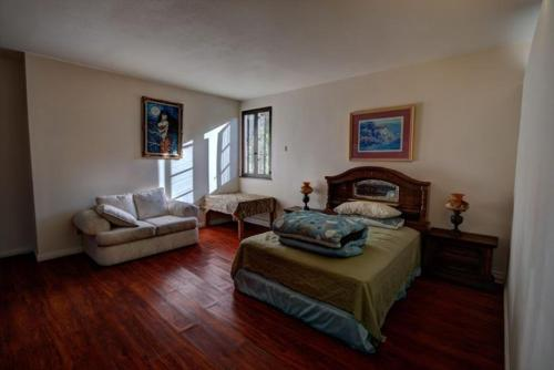 Bedroom in Hillside Mansion - Hacienda Heights, CA 91745