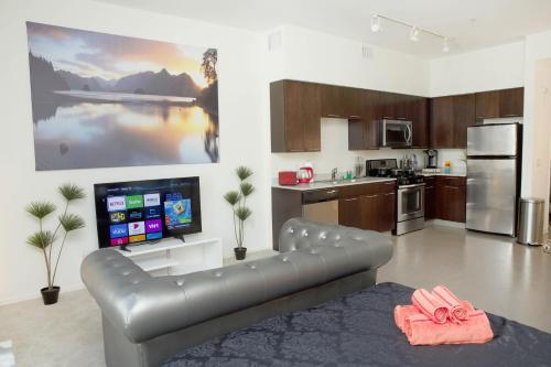 Living the Dream in Hollywood - Los Angeles, CA 90028