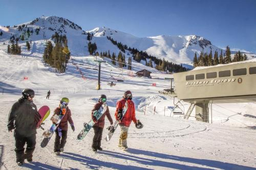 Val D'Isere 45 - Mammoth Lakes, CA 93546