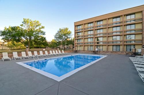Wyndham Garden Schaumburg Chicago Northwest Photo