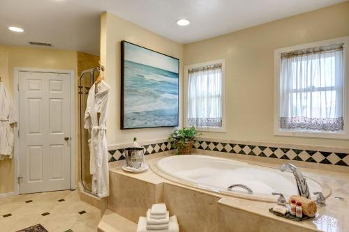Hillcrest House Bed & Breakfast - San Diego, CA 92103