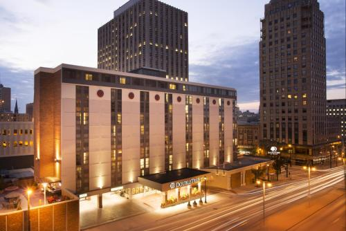 DoubleTree by Hilton Milwaukee Downtown Photo