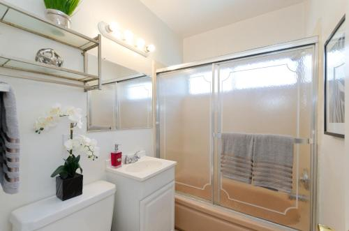 Fabulous 1 BR Walk of Fame Apartment - Los Angeles, CA 90028