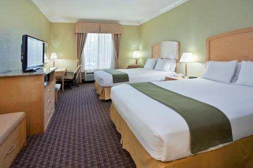 Holiday Inn Express Hotel & Suites Vacaville Photo
