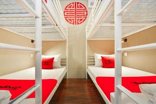 RedDoorz Hostel near Chinatown MRT photo 1