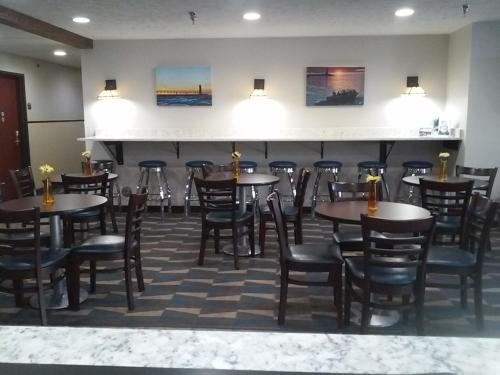 Microtel Inn and Suites Manistee Photo