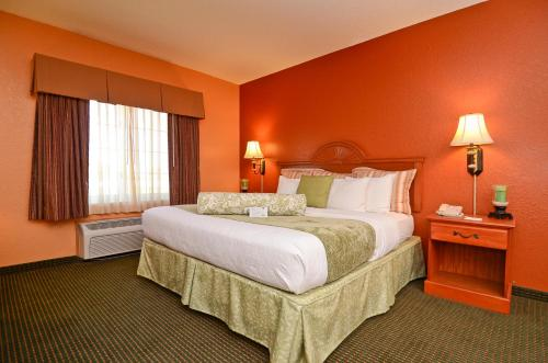 Best Western Plus Pioneer Inn & Suites Grinnell Photo