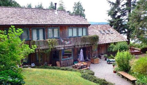The Longhouse Bed &amp; Breakfast