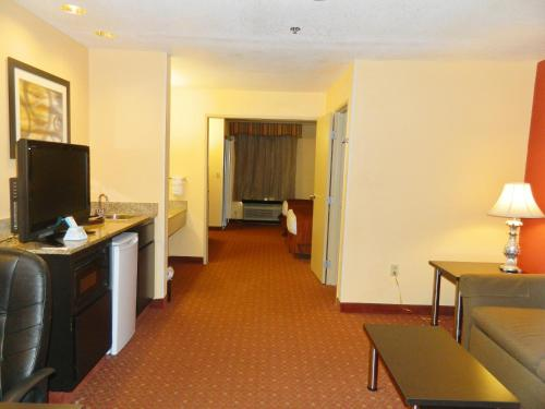 Best Western Plus Carlton Suites - Birmingham Photo