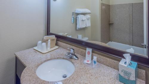 Comfort Suites Dothan Photo