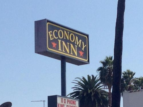 Economy Inn Hollywood Photo