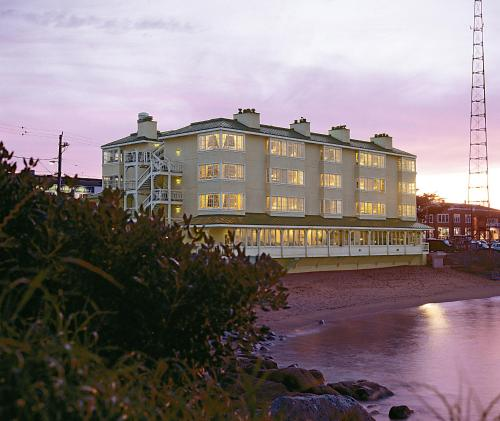 Spindrift Inn Photo