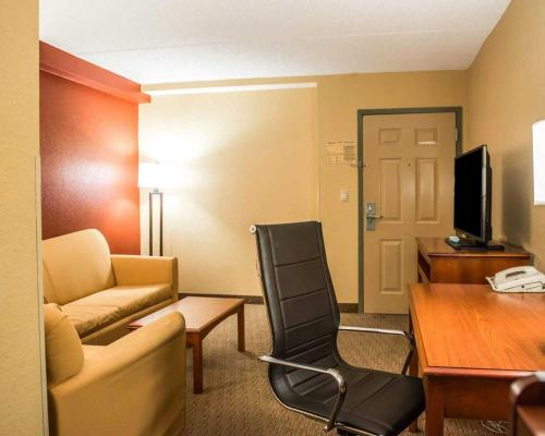 Comfort Inn & Suites Panama City Photo