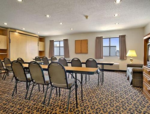 Baymont Inn & Suites LeMars Photo