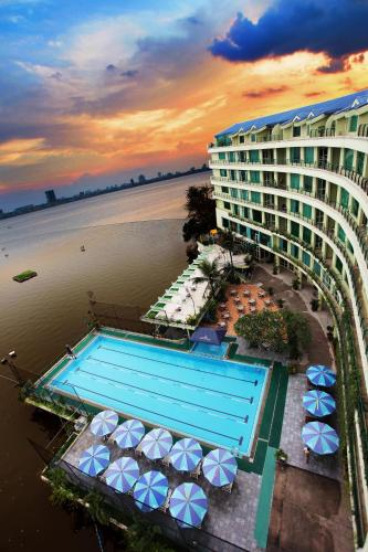 The Hanoi Club Hotel & Lake Palais Residences Hanoï