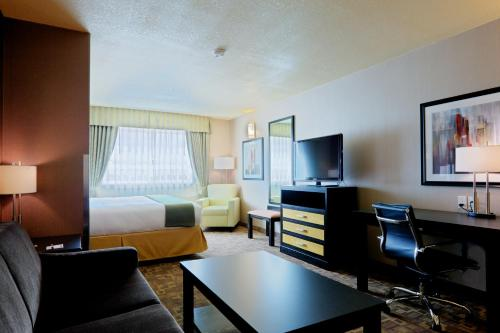 Holiday Inn Express and Suites Dawson Creek Photo