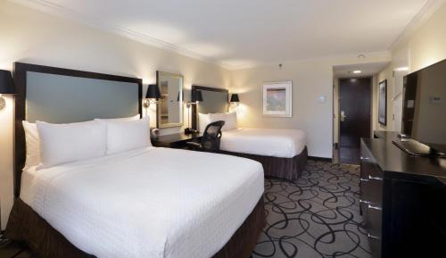 The Verve Crowne Plaza Boston - Natick Photo