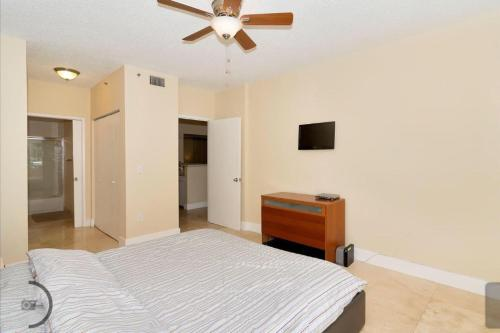 1-101 2 bedroom 2 bath & 2 min to the Mall