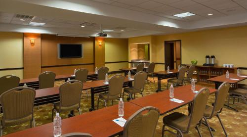 Hyatt Place Indianapolis Airport photo 9