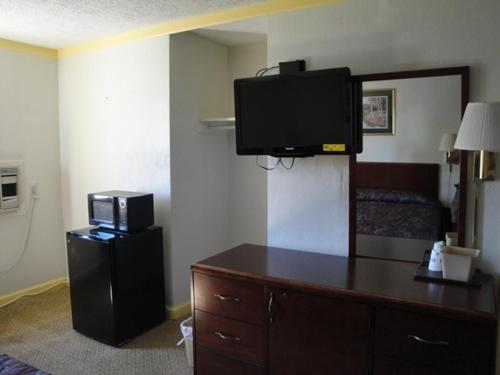 Budget Inn Danville Photo