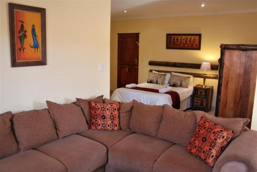 Journey's Inn Africa Guest Lodge Photo