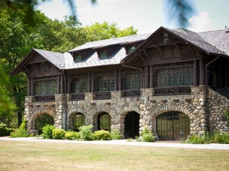 Bear Mountain Inn Photo