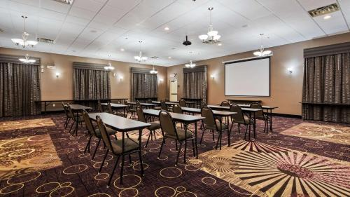 Best Western Plover Hotel & Conference Center Photo