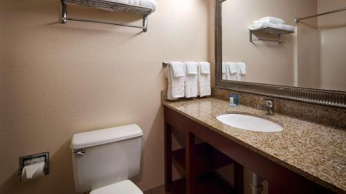 Best Western Huntington Mall Inn Photo